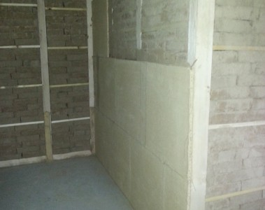 Neue Wände mit Lehmbausteinen