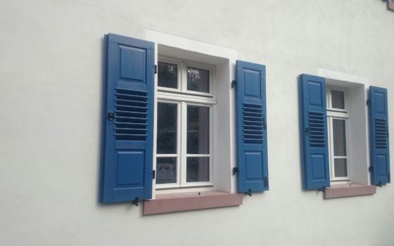 Fensterläden mit Leinölfarbe